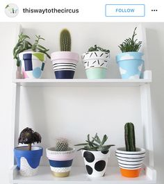 Clay Pot Crafts, Diy Home Crafts, Diy Arts And Crafts, Cute Crafts, Painted Plant Pots, Painted Flower Pots, Pottery Painting Designs, Creation Deco, Crafty Craft