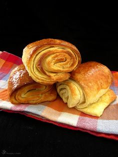 """Pain au chocolat"" (zjednoduseny postup) Eastern European Recipes, Polish Recipes, French Food, Dessert Recipes, Desserts, Indie, Bakery, Rolls, Chocolate"