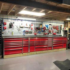Garage Workshop Organization, Garage Tool Storage, Garage Storage Solutions, Garage Tools, Garage Shop, Garage House, Garage Workbench, Dream Garage, Diy Garage Work Bench