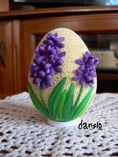 Fotoblog danslo.flog.pl. - PISANKA HIACYNTY WYKONANA TECHNIKĄ QUILLING. ... Quilled Paper Art, Paper Quilling Designs, Quilling Paper Craft, Quilling Craft, Quilling Flowers, Easter Egg Designs, Easter Egg Crafts, Quilling Techniques, Egg Art