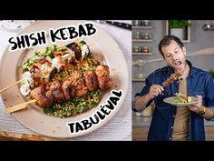 Ha bírjátok a török kajákat, akkor a shish kebab a ti receptetek! Egy húsos nyárs, spéci fűszerkeverék, tabulé, csirkebőr-chips. Mi kell még? Shish Kebab, Chips, Beef, Chicken, Kitchen, Youtube, Food, Street, Meat