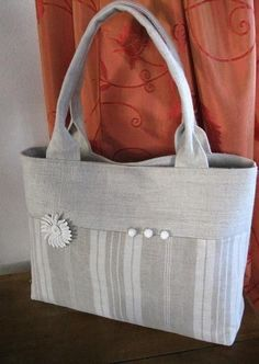 """""""ref Bag ticking and old linen"""" The details make the bag. Loving the handles. Handbag Patterns, Bag Patterns To Sew, Handmade Purses, Handmade Handbags, Patchwork Bags, Quilted Bag, Sacs Tote Bags, Diy Bags Purses, Craft Bags"""