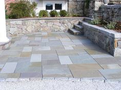 Natural Stone Backyard Patio. Full Color Pattern Bluestone. #naturalstone  #backyard #patio