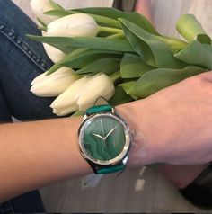 Good morning Insta!! It's Monday, don't forget to be AWESOME ✨✨✨ Discover our Malachite on our shop (link in our bio) #uniqueasyouare • • • • • • • • • • • • • #alexbenlo #watch #watchoftheday #wristwatch #swisswatch #swissmade #mechanicalwatch #malachite #gemstone #gemstonelover #jewelry #uniquepiece #uniquewatch #stonelover #tulips #mondaymotivation #letsstarttheday #positivevibes #ootd #lifestyle