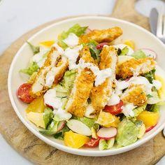 Warm he? Daarom vandaag een heerlijke salade met krokante kip Holiday Crafts For Kids, Crafts For Kids To Make, Salad Bar, Cobb Salad, Enchiladas, Salad Recipes, Healthy Recipes, Salad Dressing, Salads