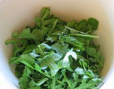 Jednoduchý rukolový šalát , Tina a Vlado Zlatoš    http://www.vladozlatos.com/blog/clanky-o-zdravi/jednoduchy-rukolovy-salat.html#
