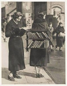 Biblioteca itinerante. Buenos Aires. (Historic Pictures)