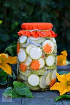 Canning Pickles, Preserves, Vegetarian Recipes, Sauces, Food, Canning, Romanian Food, Salads, Preserve