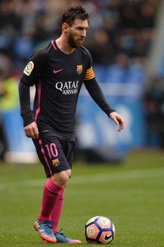 Lionel Messi of FC Barcelona in action during the La Liga match between RC Deportivo La Coruna and FC Barcelona at Riazor Stadium on March 2017 in La Coruna, Spain. Soccer Practice, Soccer Skills, Play Soccer, Fc Barcelona, Messi 2017, Premier League, Argentina National Team, Leonel Messi, Messi Soccer