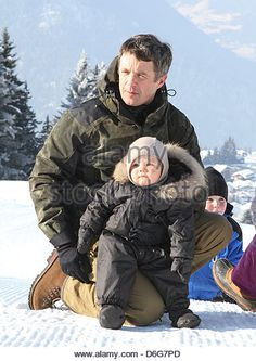Crownprince Frederik and Crownprincess Mary of Denmark pose with their children Prins Christian, Princess Isabella, Prince Vincent and Princess Josephine for the media during their holiday in Verbier, Switzerland, 12 February 2012. Photo: Patrick van Katwijk  NETHERLANDS OUT - Stock Image