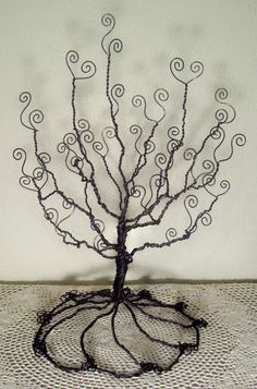 jewelry/photo holder wire tree: I could make this, yes?  of course yes!
