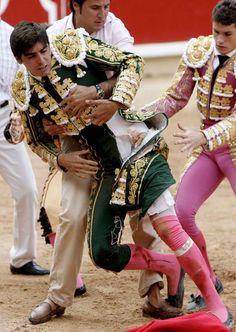 Miguel Ángel Perera tras ser cogido Male Ballet Dancers, Flamenco Dancers, Ringo Starr, Lynda Carter, Matador Costume, Mens Leotard, Lycra Men, Hunks Men, Beautiful Men Faces