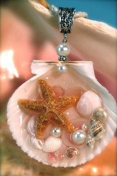 Mermaid Seashell Starfish Rose Cup shells Pearls by Luxembears Diy Resin Crafts, Jewelry Crafts, Jewelry Art, Beaded Jewelry, Jewlery, Seashell Jewelry, Seashell Art, Seashell Crafts, Beach Themed Crafts