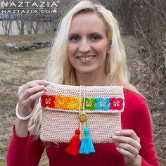 Crochet Bohemian Clutch with Flower Buttons Tassels - DIY Free - History Crochet Clutch, Crochet Handbags, Crochet Purses, Crochet Bags, Crochet Buttons, Crochet Designs, Crochet Patterns, Crochet Pencil Case, Clutch Pattern
