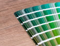 Pantone Colour of the Year 2017 Verde Greenery, Color Of The Year 2017, Shabby Chic, Pantone Color, Caribbean, Blinds, Design Inspiration, Graphic Design, Blog