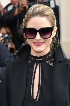 Olivia Palermo is seen arriving at Dior fashion show during the Paris Fashion Week Womenswear Fall/Winter on March 3 2017 in Paris France Dior Fashion, Fashion Show, Fashion Outfits, Net Fashion, Paris Fashion, Olivia Palermo Style, Her Style, Trending Sunglasses, Sunglasses Women
