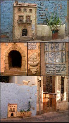 """""""Casa de los gatos"""". Calle Museo. Valencia. Spain. Fotografías e información extraídas de Arte & Artificios. Interesantísimo blog."""