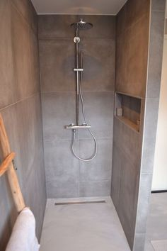 Soothing grey shower