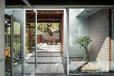 Bilderesultat for concrete atrium house Concrete Fence, Metal Fence, Atrium House, Outdoor Spaces, Outdoor Decor, Landscape Lighting, Walkway, Porch, Yard