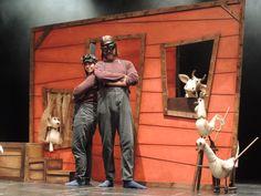 """Imagen del espectáculo de teatro escolar en inglés """"The vain little mouse"""" para educación infantil y primer ciclo de primaria."""