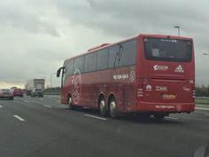 De #Ajax-spelersbus is onderweg richting Rotterdam voor de laatste wedstrijd van 2014. #excaja