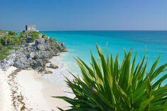 Ruinas arqueológicas mayas junto al mar, un paraíso y santuario para las tortugas marinas, parques ecoturísticos en medio de maravillas naturales, cenotes que hacen de piscinas naturales. En el Estado de Quintana Roo, se encuentra una de las zonas más deseadas del Caribe, la Riviera Maya. De