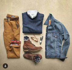 Look d'inspiration outdoor avec des boots, un chino, un pull et une veste en jeans #style #menstyle #menswear #casual #outdoor #look