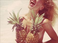 Woman - having fun - ananas - beach - summer - smile - happy face - happiness- joie de vivre Josie Loves, I Need Vitamin Sea, No Bad Days, Hot Days, Cool Things To Make, How To Make, Small Things, Joan Baez, Joe Cocker