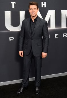 Tom Cruise Jumps Out of Plane 25000 Feet Up in Death-Defying Stunt for Mission: Impossible Fallout Hollywood Actor, Hollywood Celebrities, Hollywood Stars, Tom Cruise Hot, Mission Impossible Fallout, Black Suit Wedding, Cruise Fashion, Men's Fashion, Bahamas Cruise