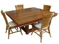 mesa de jantar. dinner table