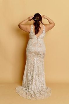 Tara – Halseene A fitted curve wedding gown with a centre slit, deep v back, plunging neckline and creamy lace over a mocha lining. #HalseeneTara #plussizeweddingdresses #plussize #effyourbeautystandards #weddingdress