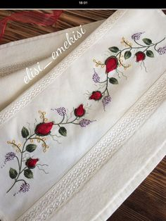 This Pin was discovered by Fev Diy Embroidery Kit, Border Embroidery Designs, Floral Embroidery Patterns, Embroidery On Clothes, Embroidery Flowers Pattern, Learn Embroidery, Ribbon Embroidery, Cross Stitch Embroidery, Brazilian Embroidery Stitches