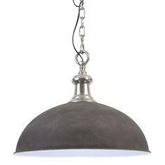 Deze ronde metalen hanglamp Demi heeft een stoer industrieel uiterlijk. De grijze hanglamp Demi heeft een grove ketting wat hem net even anders maakt dan de rest! Hanglamp Demi is een prima keus om boven de eettafel, in de keuken of hal te hangen. Deze industriële hanglamp Demi kan zowel in moderne als landelijke interieurs, en is prima te combineren. Hanglamp Demi afkomstig van het merk Light & Living is gemaakt van metaal.