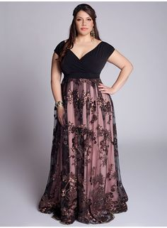 Plus size bridesmaid dresses are the dresses for you that have more size. You can find the dress that can make your bridesmaid look wonderful and keep you beautiful in … Plus Size Evening Gown, Plus Size Gowns, Plus Size Outfits, Evening Gowns, Best Formal Dresses, Trendy Dresses, Fashion Dresses, Formal Wear, Dress Formal