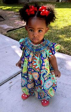 #naturlhair Could this little girl and her afro-puffs be any cuter?