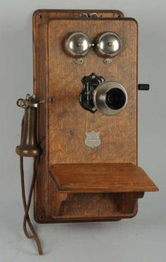 "This looks very similar to the big old wooden box phone with handle on the wall of our Grandparents home. It is Identified today as a ""Plain Front Antique Telephone"" Antique Decor, Antique Items, Antique Furniture, Vintage Items, Antique Jewelry, Antique Phone, Pompe A Essence, Deco Retro, Vintage Phones"