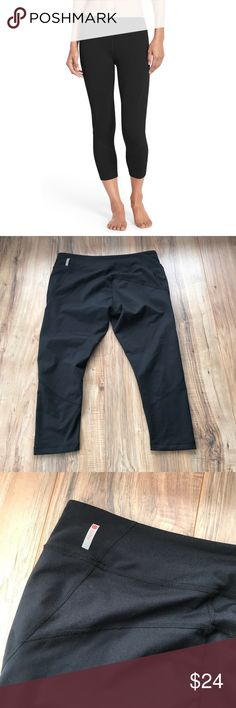 Zella live in leggings crop Capri black Excellent condition  Lightly worn No holes, stains or piling  Check out my closet!  Bundle & Save! 💸  I 🖤 Reasonable offers! Zella Pants Leggings