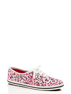 looking for a cuter way to do weekend casual? take these rose-printed canvas sneakers for a spin!