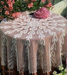 Crochet doily crochet doilies Crochet tablecloth Home Crochet Buttons, Thread Crochet, Filet Crochet, Crochet Doilies, Crochet Lace, Crochet Tablecloth Pattern, Crochet Bedspread, Mantel Redondo A Crochet, Knitting Patterns