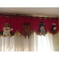 cortinas navideñas - Buscar con Google Christmas Chair, Felt Christmas Decorations, Christmas Sewing, Christmas Scenes, Handmade Decorations, Christmas Hearts, Christmas Love, Christmas Baubles, Beautiful Christmas