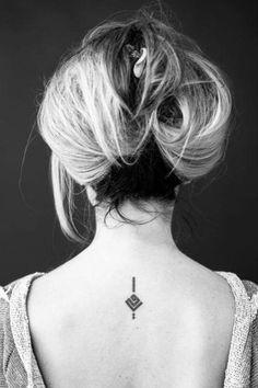 """Caligrafo Árabe nos manda este pequeño tatuaje diseñado por el en el que pone """"Mi madre"""". ¡Muchas gracias artista!"""