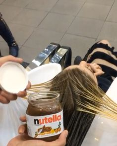 Hairdresser Dyes Woman's Hair With Nutella And The Results Are Amazing Shades Of Brunette, Color Rubio, Tips Belleza, Hair Videos, Milkshake, Hair Looks, Huda Beauty, Hairdresser, Dyed Hair