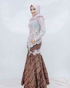 23 Ideas Style Hijab Casual Untuk Orang Gemuk For 2019 Kebaya Lace, Kebaya Dress, Batik Kebaya, Batik Dress, Kebaya Muslim, Kebaya Hijab, Hijab Gown, Turban Hijab, Outfit Essentials