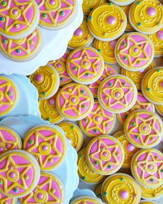 vaporwave sailor moon Melly Eats World - vaporwave Sailor Moon Birthday, Sailor Moon Party, Sailor Moon Wedding, Sailor Moon Cakes, Sailor Moon Episodes, Moon Food, Moon Cookies, Anime Cake, Sailor Mars