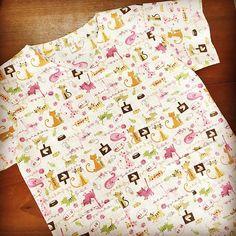 Jaleco veterinário tamanho P, estampa gatinhos fundo xadrez: encomenda pronta! #jaleco #jalecos #jalecovet #vet #vets #medvet #veterinaria #veterinarios #gatinhos #gatos #sobencomenda #prontaentrega #elo7br #elo7 #estampasdebichinhos #FashionArts #artesanatosdamoda #bomdia