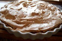 Skøn bagt æblekage med marengslåg. Så er der tømt ud i frugtkælderen - og vi gør klar til en ny sæson. I Stop madspildets navn - blev der bagt kage.