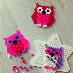 Owls with Perler Beads Perler Bead Designs, Hama Beads Design, Perler Beads, Fuse Beads, Pearler Bead Patterns, Perler Patterns, Loom Beading, Beading Patterns, Plastic Fou