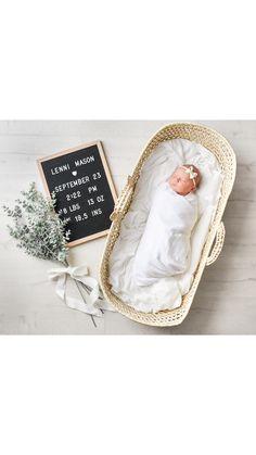 Newborn announcement photograph by Janele Smith Foto Newborn, Newborn Baby Photos, Newborn Baby Photography, Newborn Pictures, Baby Girl Newborn, Baby Pictures, Baby Monthly Pictures, Baby Arrival Announcement, Newborn Birth Announcements