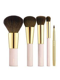 Muito lindo esse kit de pincéis de maquiagem rosa com dourado!