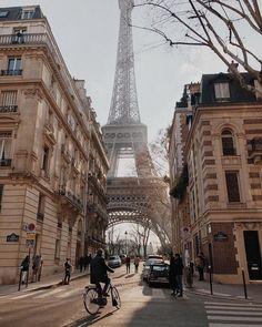 Top 8 ideas for photos in Paris Bonjour la France! Top 8 ideas for photos in Paris The best way to d Paris France Travel, Paris Travel Guide, Places To Travel, Travel Destinations, Places To Go, Oh Paris, Paris City, Streets Of Paris, Triomphe